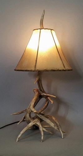102 S White Tail Deer Antler Lamp